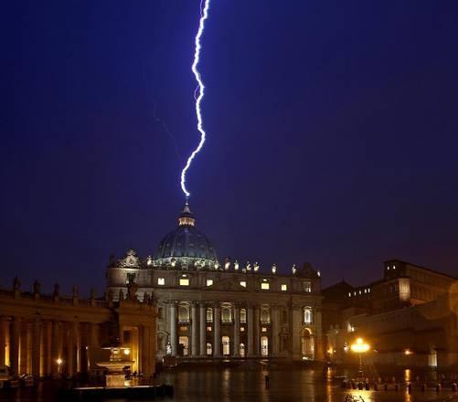 11 febbraio 2013 il papa annuncia che abdichera il 28 - Le finestre sul vaticano ...