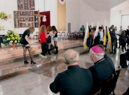 abusi liturgici, messe show, ubi petrus ibi ecclesia
